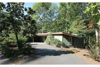 Beautiful setting on Lake Anna with boat access. Carport parking!