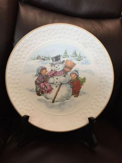 """""""A Child's Christmas"""" - 1986 Avon Decorative Collector's Plate"""