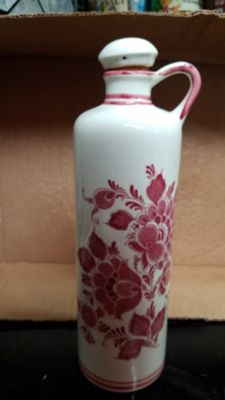 Delft red urn with cork stopper
