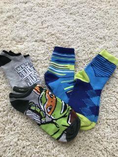 4 PAIR OF NINJA TURTLE SOCKS SIZE 10 SHOE