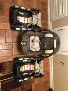 Chicco Keyfit 30 Car Seat and 2 Bases