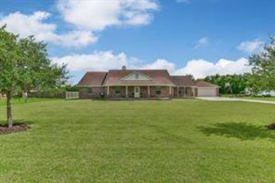 4812 Hayes Street Alvin, Immaculate Four BR 2.5 BA home