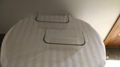 2 Pyrex glass bread loaf pans