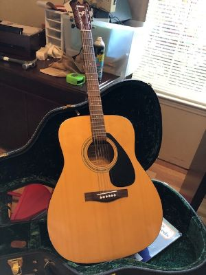 Yamaha guiter with case