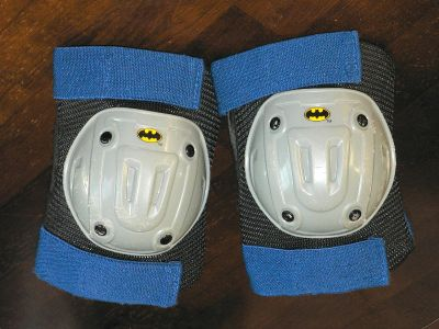 BATMAN theme protective knee pads w/ skin guards