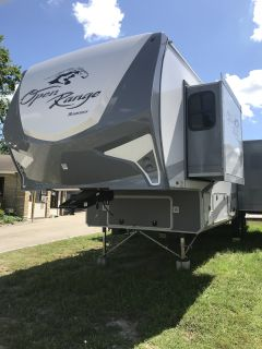 2017 Open Range Trailers 337RLS
