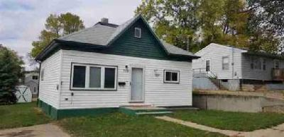 715 12th St NE Minot Two BR, Nice home in Northeast that is not