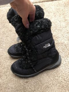 The North Face winter snow boots. Size 6 girls. $10
