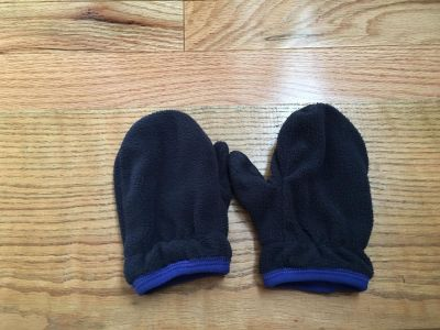 Old Navy Fleece Mittens. Size 2t-3t. Excellent Condition. **Add on Item**