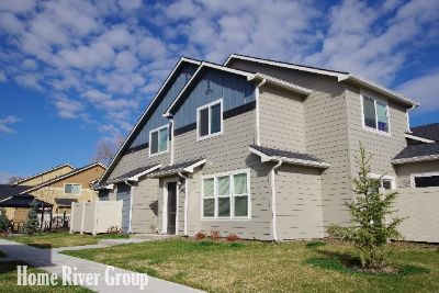 Gorgeous 2 Bed/ 2.5 Bath Townhome in Boise! End Unit w/ 1 Car Garage!! Community Dog Park and Putting Green!