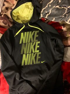 Small Nike therma fit