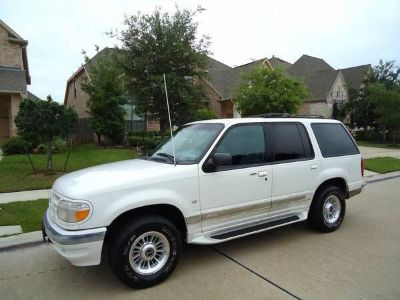 $2,800, 1998 Ford Explorer AWD V8 Limited Eddie Bauer