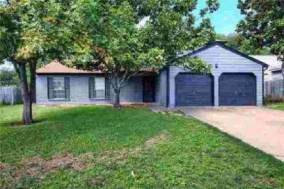 203 Woodmont DR Georgetown, This well cared for home has a