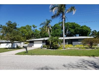 2 Bed 1 Bath Preforeclosure Property in Sarasota, FL 34239 - Clematis St