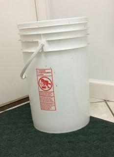 5 gallon buckets with lid and handle