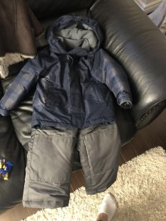 Toddlers boys Snow suit size 4 (sold separately) great condition