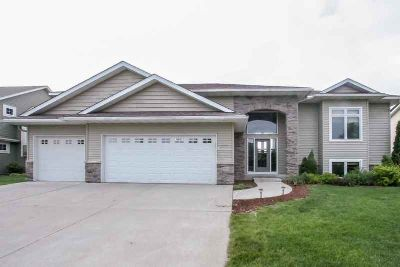 1004 Abbey Road NORTHFIELD Five BR, Spacious home in a popular