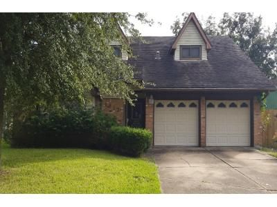 4 Bed 2.5 Bath Preforeclosure Property in Pasadena, TX 77502 - Parkside Dr