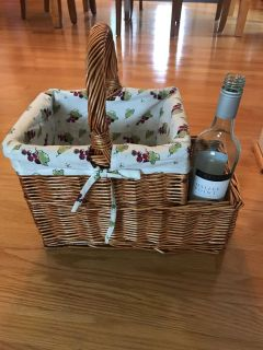 Adorable picnic basket- perfect for lake, park, or beach