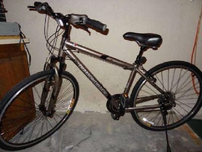 $350 New Diamondback Maravista Hybrid Bike
