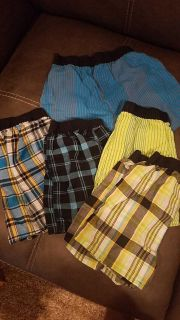 Fruit of the loom size 6-8 small boys 5 boxer shorts. Only used a pjs bottoms. Great condition. $2
