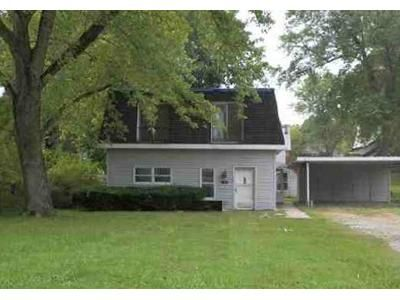 2 Bed 2 Bath Foreclosure Property in Belleville, IL 62220 - E Adams St