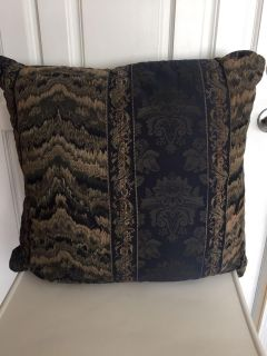 """2 - Pillow 24"""" X 25"""" Navy Blue and Gold"""