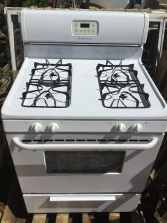 Propane stove & electric oven Frigidaire