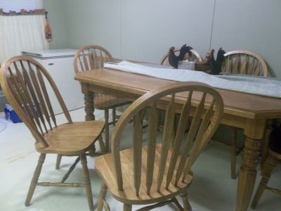 Maple Wood Table W/Six Chairs In good shape