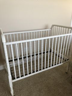 Jenny Lind Crib with Deluxe Mattress