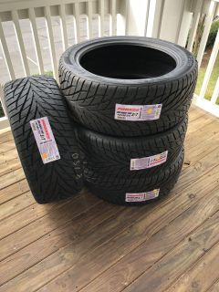 Toto Proxes S/T 305/40 R22