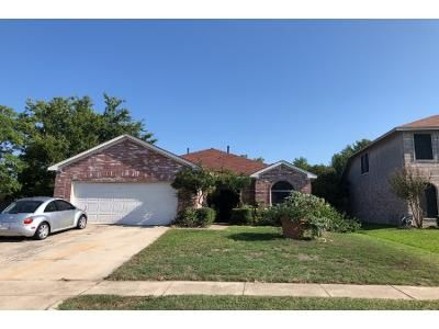 3 Bed 2.0 Bath Preforeclosure Property in Grand Prairie, TX 75052 - N Hampton Dr