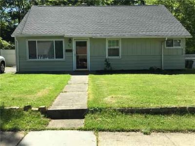Beautiful Three BR, One BA single family for rent. Wood floors, gr