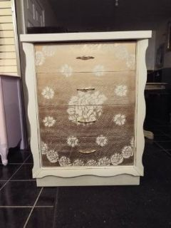 Chest of Drawers*All wood*Vintage*Four Drawers*Lace*Like New