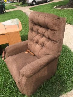 La z boy recliner on curb- free