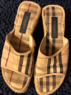 Burberry cloth wedges size 6.5