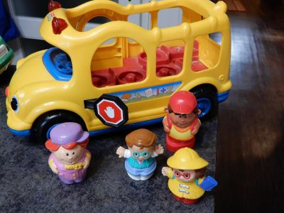 Fisher Price School Bus with 4 people