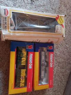Ho scale 2 train cars and water tower