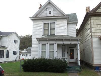 3 Bed 1.0 Bath Preforeclosure Property in Wellsville, OH 43968 - Broadway Ave