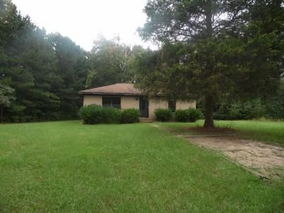 2 Bed 1.5 Bath Foreclosure Property in Florence, MS 39073 - B W Ranch Rd