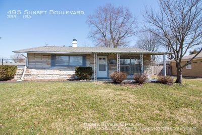 Great Greenwood  Ranch with a 2 car garage!