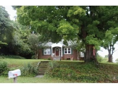 3 Bed 1 Bath Foreclosure Property in Morristown, TN 37813 - Pauline Ave