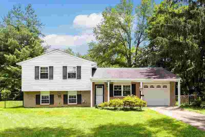 1009 Round Table Ct LOUISVILLE Three BR, Wonderful home on a