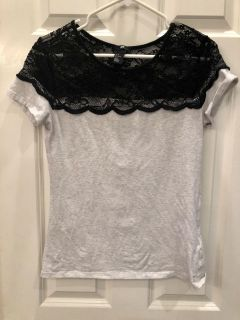 H&M Lacy Tee! Soft & Stretchy! Great Condition! SZ M Teen Girl s