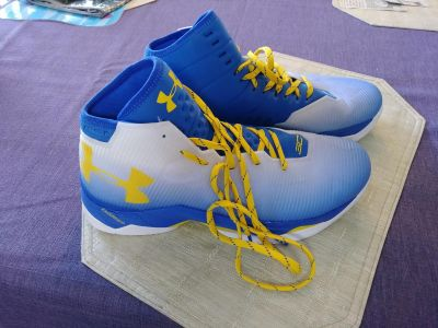 Men's size 11 Under Armour Steph Curry 2.5's