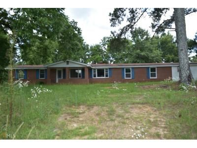 4 Bed 3 Bath Foreclosure Property in Tennille, GA 31089 - E 2nd Ave