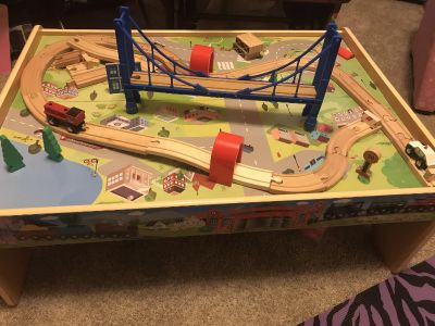 Train table with track