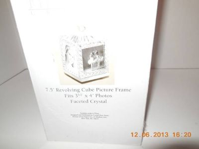 Crystal revolving cube photo frame