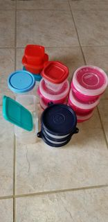 Lot of Tupperware, Rubbermaid, etc Containers