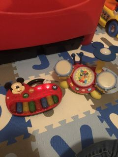 Mickey piano and drum